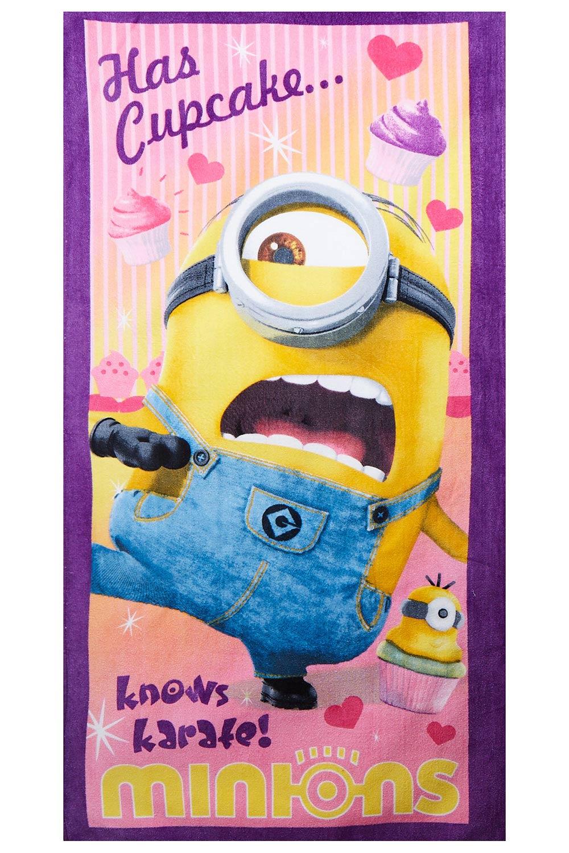 Minions Stuart Has Cupcake...knows karate! Handtuch